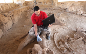 Archaeological scan in Turkana using Artec Space Spider